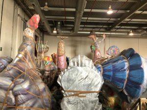 Las instalaciones de Distrito Digital acogen el material de Fallas que permanecía almacenado en los talleres de los artistas de Hogueras